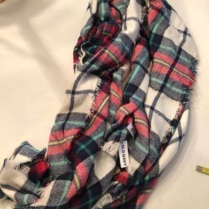 2/$30 🎉 NWT Old Navy Patchwork Blanket Scarf